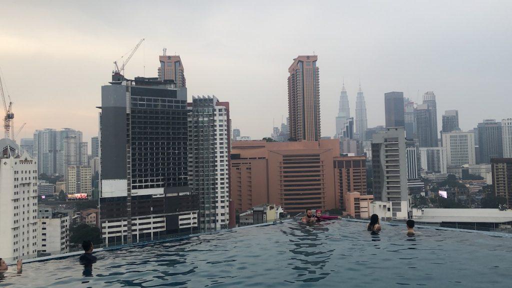 Vistas piscina infinita Kuala Lumpur